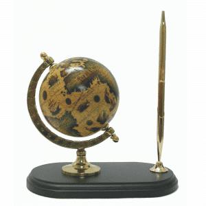 Mappemonde ancienne avec stylo
