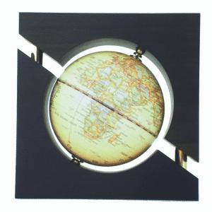 Mappemonde contemporaine avec cadre en bois