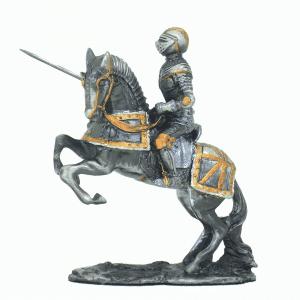 Figurine - Cavalier avec son javelot et sa monture qui cabre