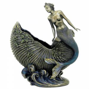 Figurine - Créature femme-poisson assise sur une coquille de molusque
