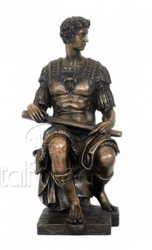 Sculpture miniature de la tombe de Julien de Medicis par Michelangelo
