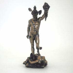 Sculpture miniature de Persée tenant la tête de Méduse