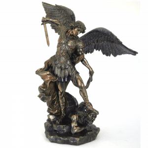 Figurine de l'Archange St Michel aux grandes ailes