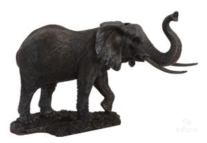Figurine d'un éléphant barrissant