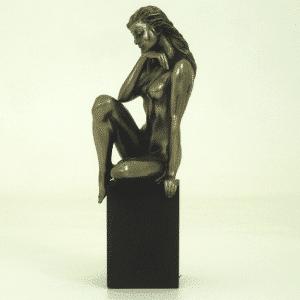 Figurine - Femme nue en train de réfléchir