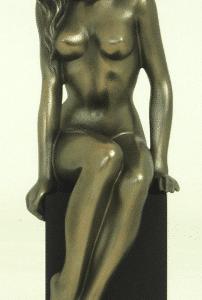 Figurine - Femme nue en pose artistique