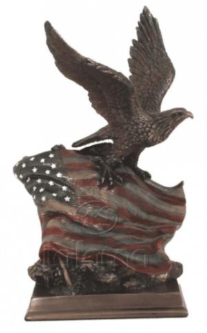 Figurine - Aigle posé sur le drapeau des Etats-Unis d'Amérique