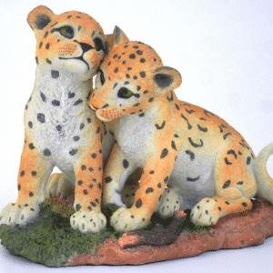 Figurine - Petits cougars pris au jeu